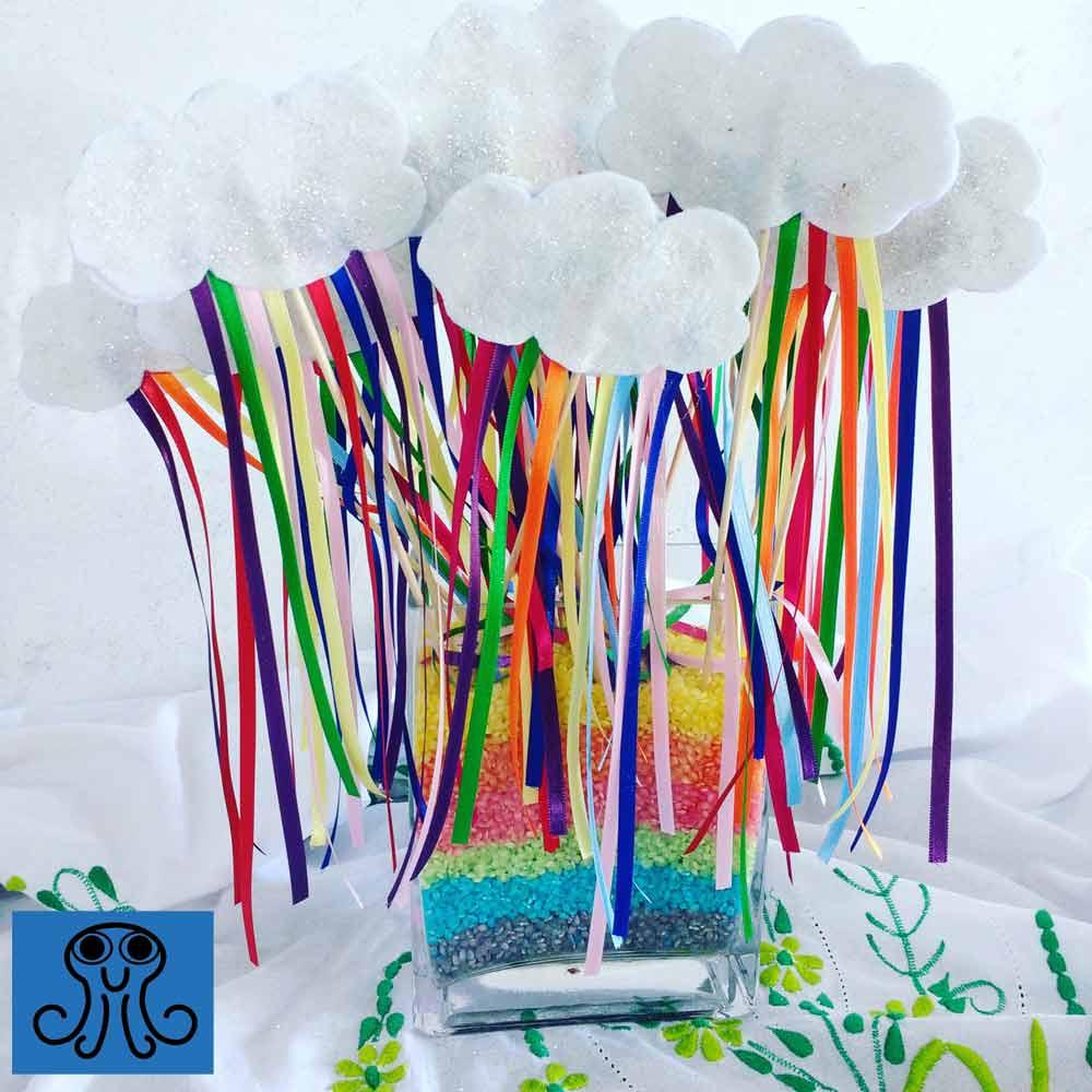 Manualidad arcoíris con arroz colorido