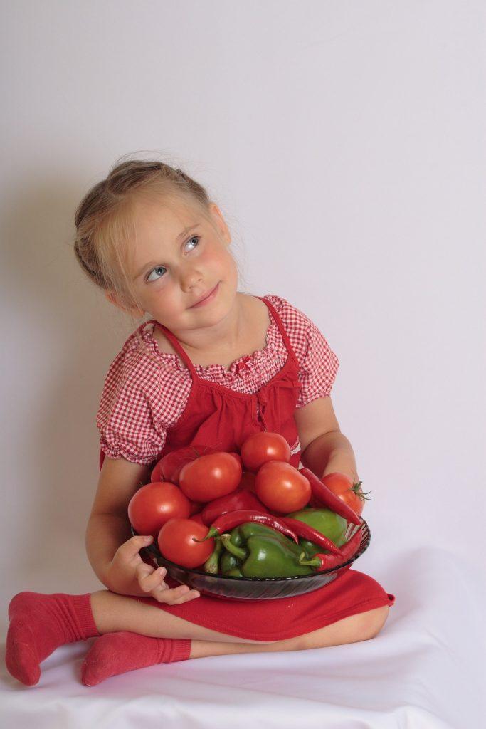 Diez claves para enseñar a los peques a comer bien y preparar recetas sanas