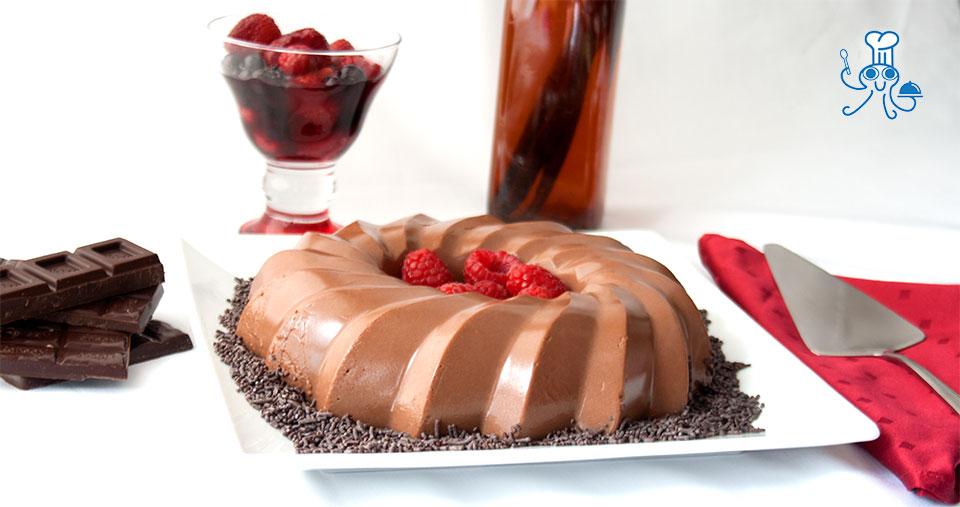 flan de chocolate con frutos rojos